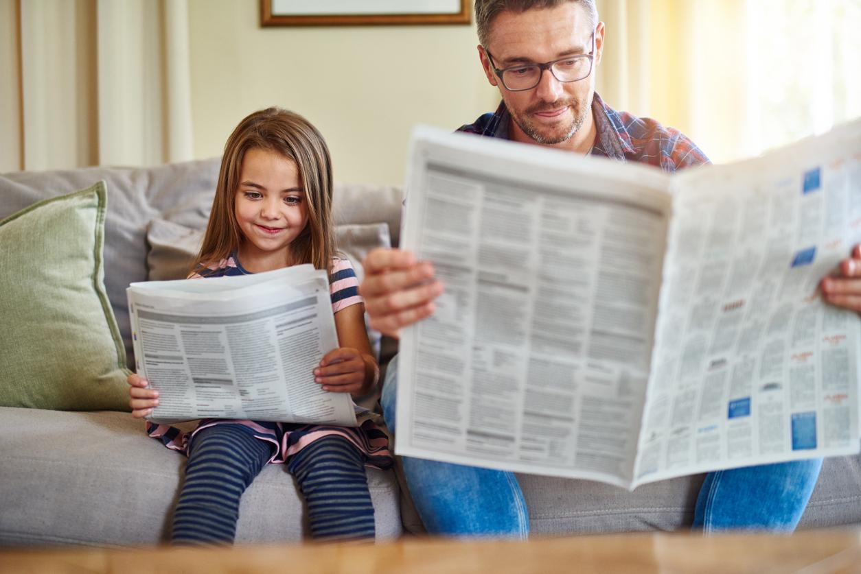 удары человек читает газету фото такая проблема актуальна